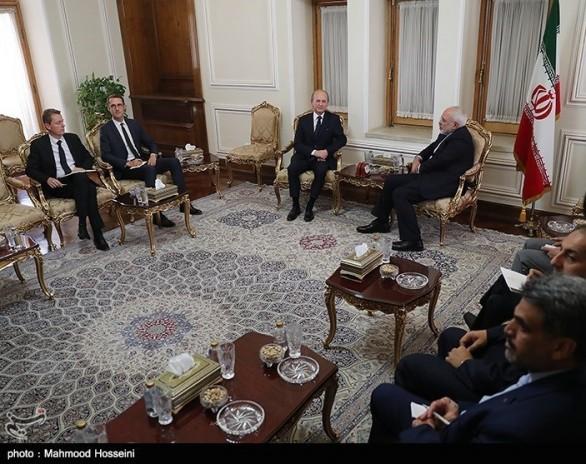 خدا حافظی سفیر فرانسه با دکتر ظریف